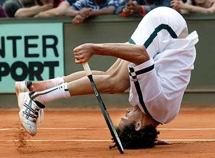 Tennis_fall-12429